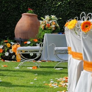 Ceremonia boda civil en el jardín